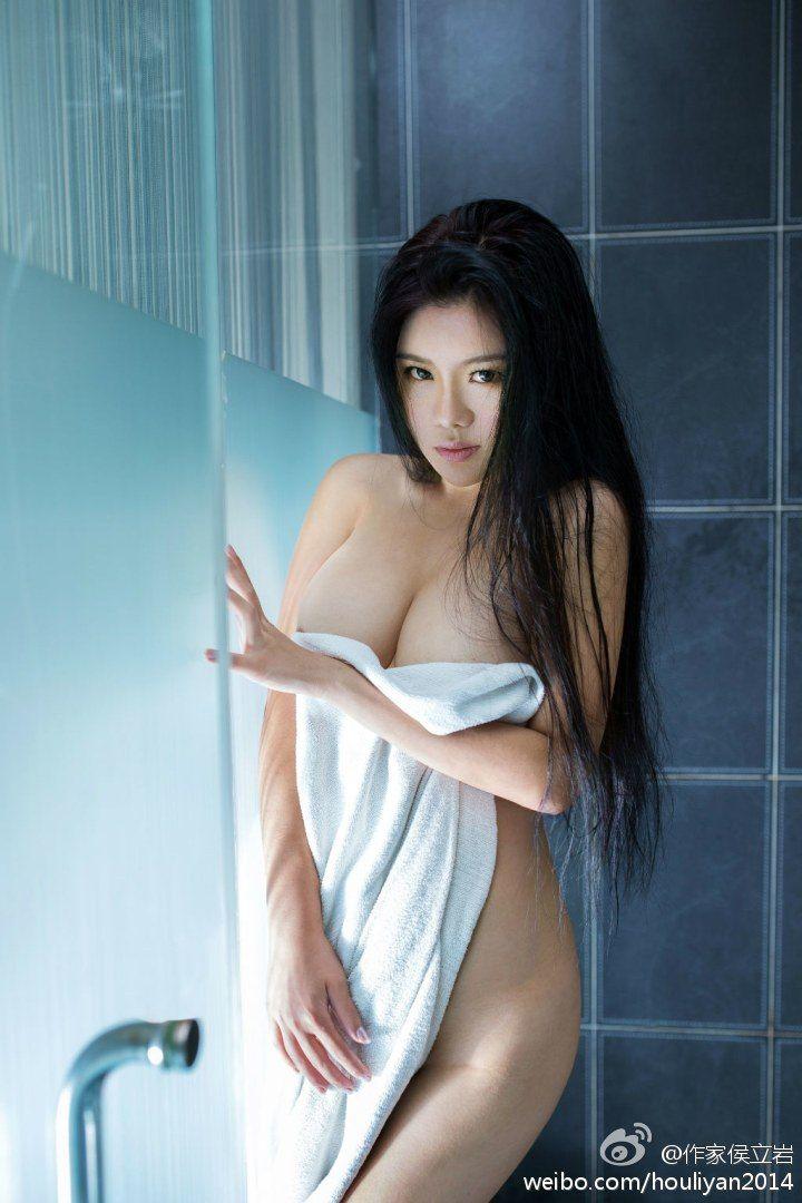 Ebony bib boob