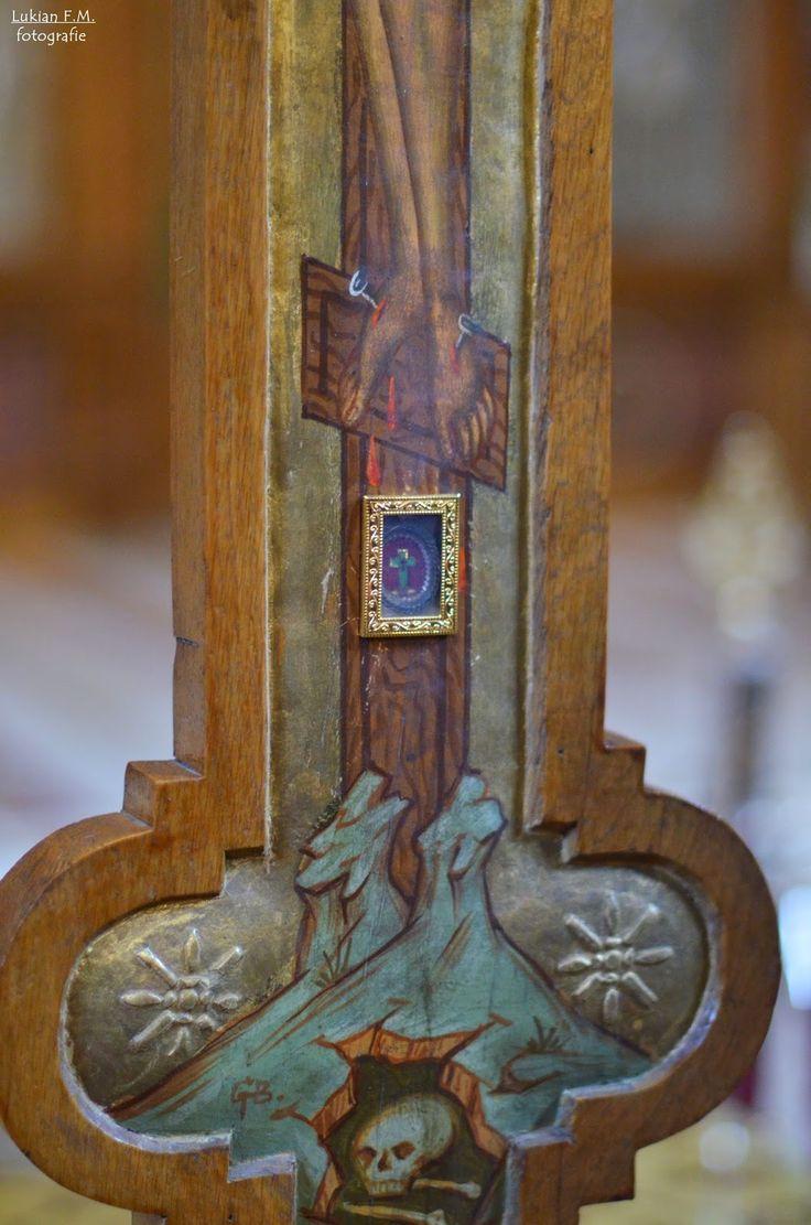 Lukian F.M.: Unde poţi să atingi şi să săruţi Crucea pe care Ii...