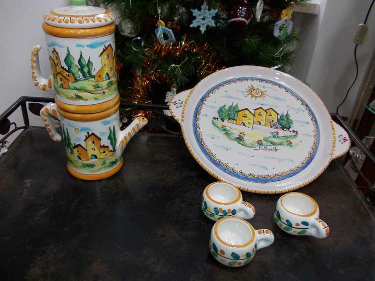 Caffettiera in ceramica porta tazzine con vassoio, decorato a mano