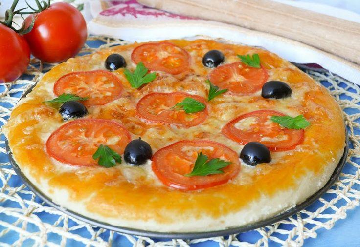 ТЕСТО ДЛЯ ПИЦЦЫ КАК В ПИЦЦЕРИИ http://pyhtaru.blogspot.com/2017/01/blog-post_754.html   Тесто для пиццы как в пиццерии!  Современная пицца – это не «еда для бедняков», как было принято считать много лет назад в Италии, а вкуснейшее праздничное закусочное блюдо.  Ну, по крайней мере, у нас оно пользуется огромной популярностью у молодежи.   Люди обожают пиццу в любой вариации, а особенно - из пиццерии. Приготовить тесто для пиццы как в пиццерии можно и дома.  Читайте еще…