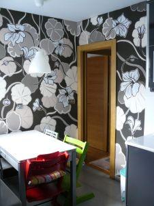 Office con estampado floral realizado a mano alzada en pintura