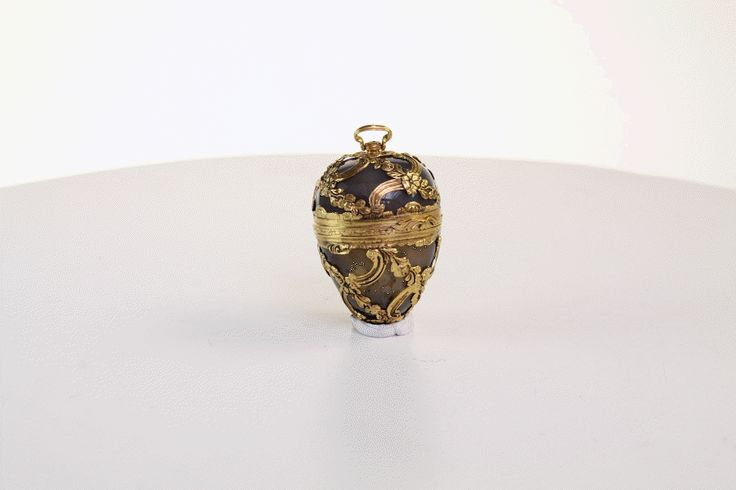 Gold and Grey Agate. Egg Bombonaire   prov Joan Rivers Collection