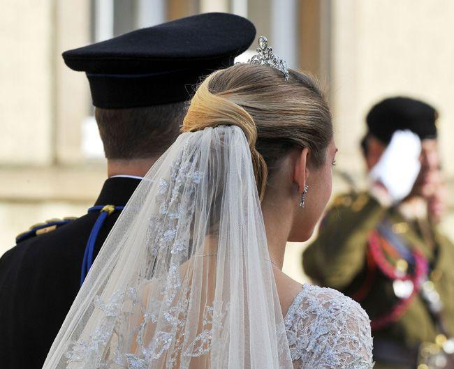 Al detalle: el espectacular vestido de Elie Saab, las joyas, el ramo... de la princesa Stéphanie de Luxemburgo #royals #royalty #wedding #luxembourg