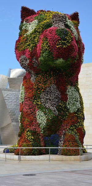 Puppy ~ Jeff Koons, 1992 Guggenheim Bilbao Museoa- OBJECTS MAKING UP THE FORM OF FLOWERS