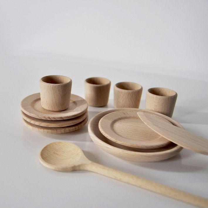 Adorable petite ensemble de dinette en bois clair pices - Dinette en bois pas cher ...