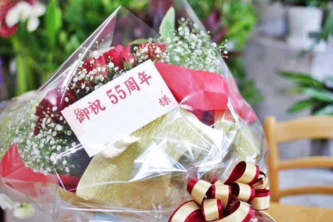 胡蝶蘭と赤バラの花束 コンサートの御祝いに