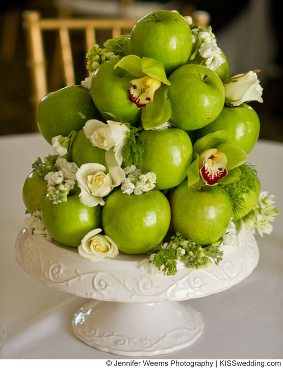 17 best images about fruit arrangements on pinterest for Apples for decoration