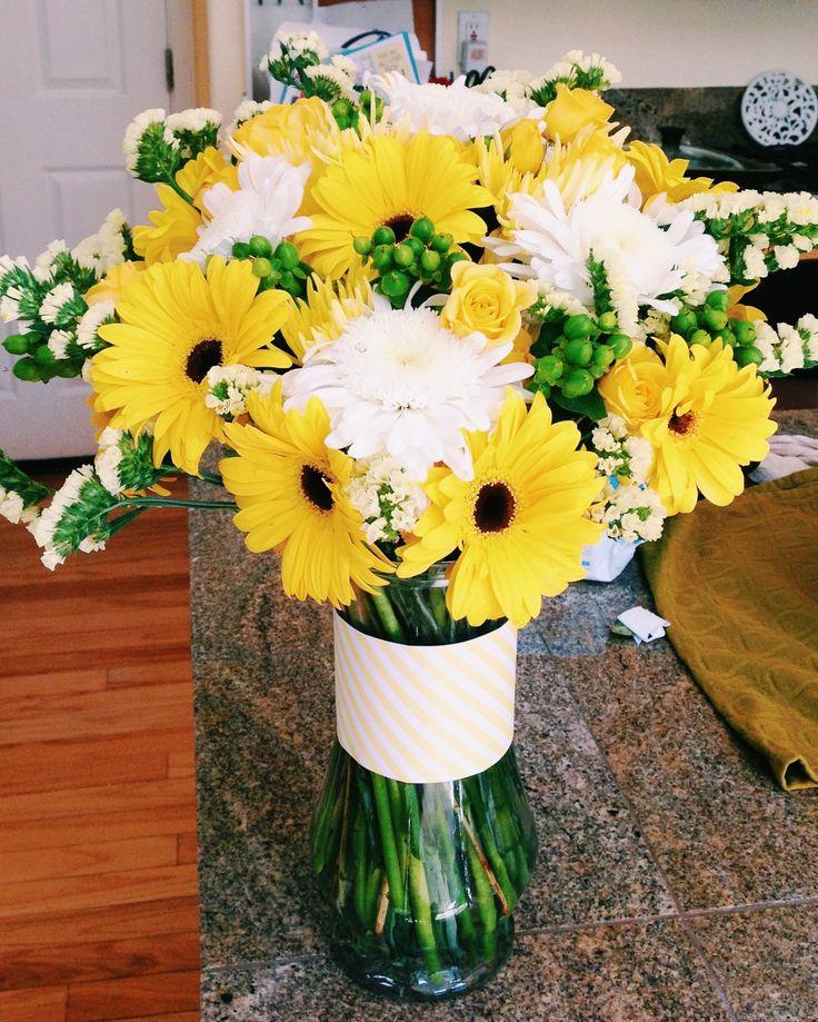Yellow flower arrangement centerpiece with gerber daisies for Yellow flower arrangements centerpieces