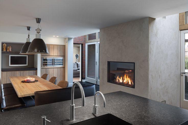 Mooie gashaard in moderne keuken