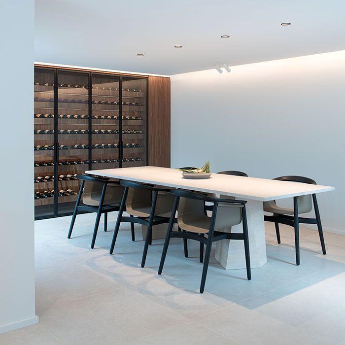 Les 25 meilleures id es concernant cave vin moderne sur pinterest caves - Fauteuil salle a manger design ...