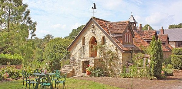 Stay somewhere special - Choose a stunning Dorset cottage for your stay