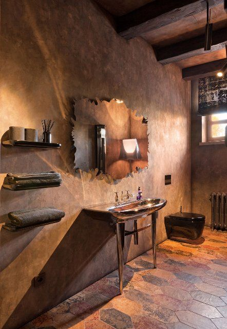 Residence BO, пригород Киева, в тосканском стиле, каменный фасад, элементы интерьера и декора, балки, потолки, ванная, умывальник