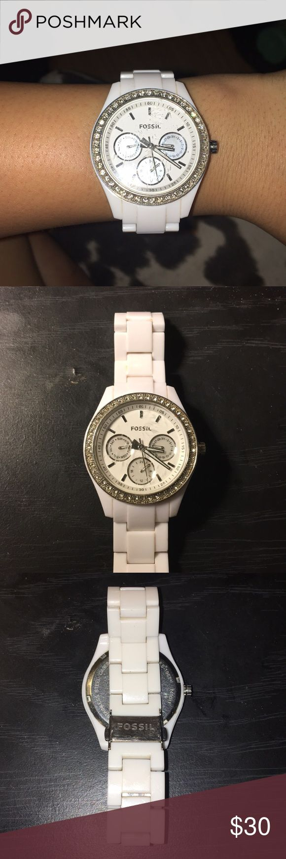 White Fossil watch Scratches to face, mildly worn. NO jewels missing. Needs battery replaced. Accepting all reasonable offers. Ships in 1-2 days. Fossil Accessories Watches