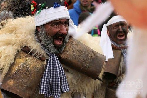 仮装して悪霊払い、新年迎える祭り スペイン