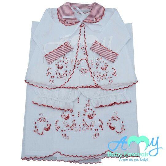 Conjunto pagão com cueiro bordado.  Compre online www.amybabyenxovais.com.br Siga nosso instagram amy_baby_enxovais