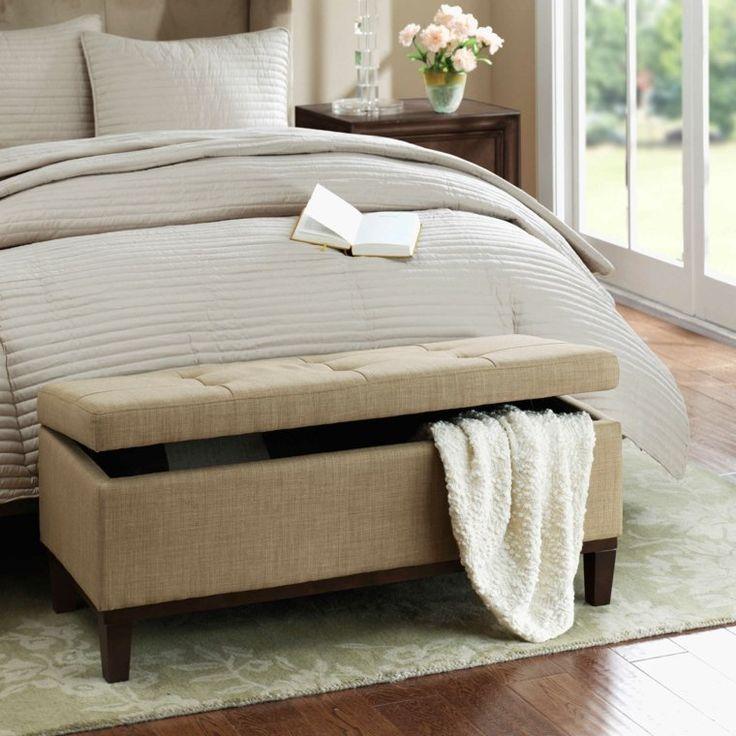 Bout de lit coffre, un meuble de rangement astucieux -