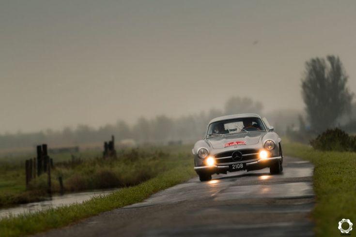 Mercedes 300 SL au Zoute Grand Prix. Reportage complet : https://newsdanciennes.com/2017/10/15/zoute-grand-prix-2017-un-week-end-a-la-cote/