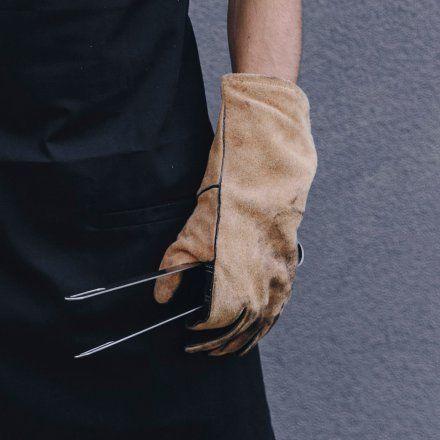 Grillhandschuhe aus Leder und Kevlar online kaufen ➜ Bestellen Sie Grillhandschuhe aus Leder und Kevlar für nur 49,95€ im design3000.de Online Shop - versandkostenfreie Lieferung ab 50€!