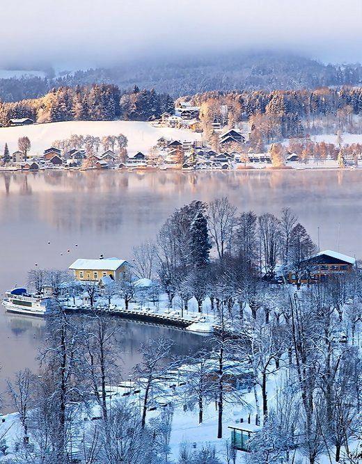 Winter mood at the Mondsee (lake) in Salzkammergut, Austria | by Harald Lenzeder