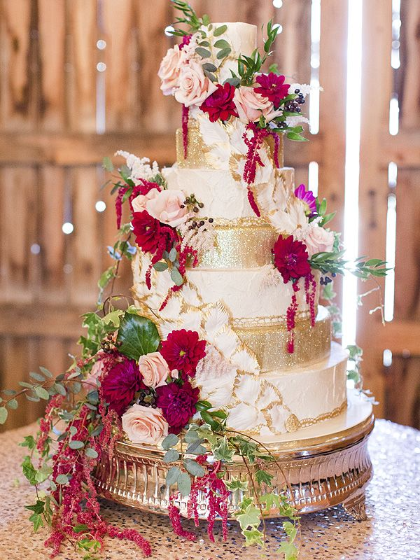 EXCLUSIVE: See The Voice Alum RaeLynn's 'Magical, Whimsical' Wedding Cake http://greatideas.people.com/2016/03/03/the-voice-alum-raelynn-wedding-cake/?xid=rss-topheadlines