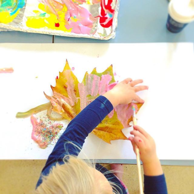 #leafpainting #autumninspired #artclassesforchildren #artclassroom #arteducation #arteducationmatters #sensoryart #processart #learningthroughplay #ballaratlife #ballarat #artteaching