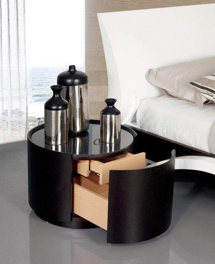 Black round nightstand design for the modern home   www.bocadolobo.com #bocadolobo #luxuryfurniture #exclusivedesign #interiodesign #designideas #bedroomdesign #bedroomideas #nightstandsideas #bedsidetables #blacknightstand #roundnightstand