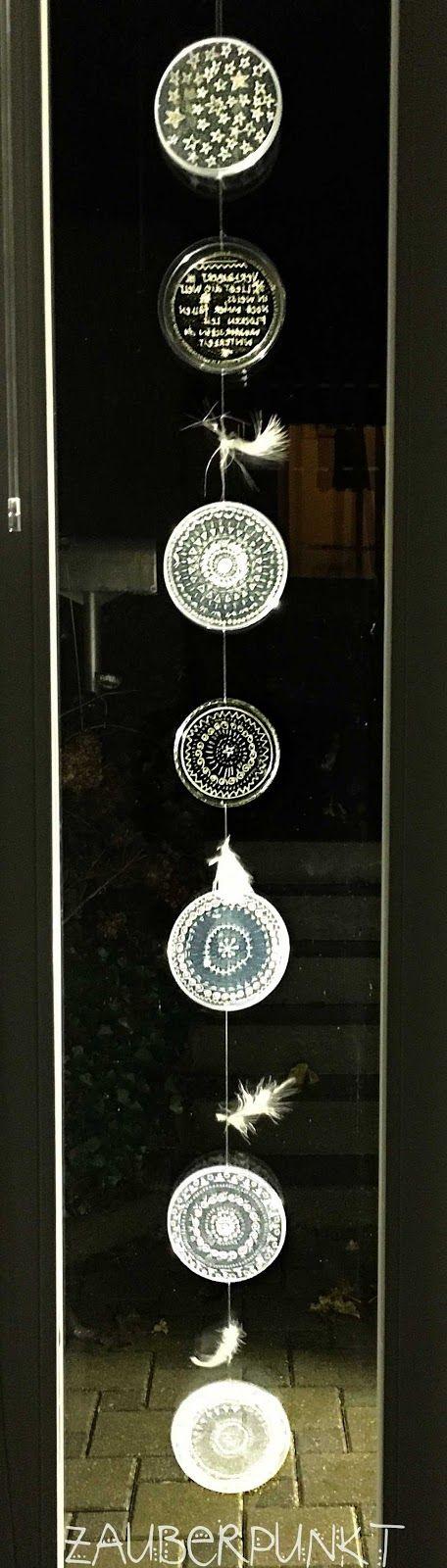 Winterliches Mobile aus Joghurtdeckeln. diy, selbst gemachte Fensterdeko, upcycling, musterliebe, eisig