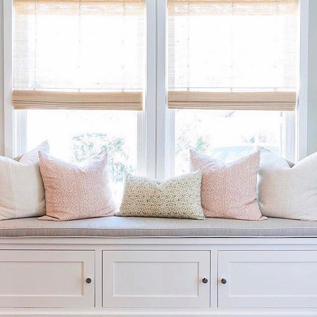 Best 25 window bench seats ideas on pinterest bay for What furniture to put in a bay window