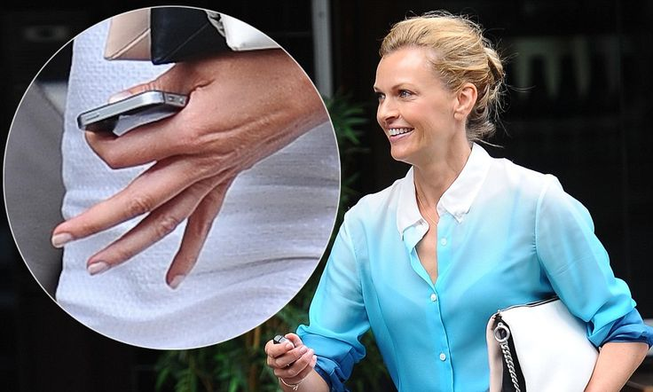 Sarah Murdoch dashes around town without her wedding ring again #DailyMail