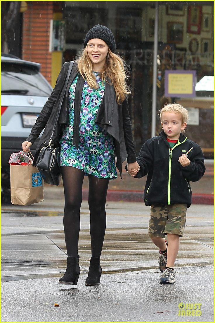 Teresa Palmer and Mark Webber take his son Isaac for some Black Friday shopping on November 29, 2013