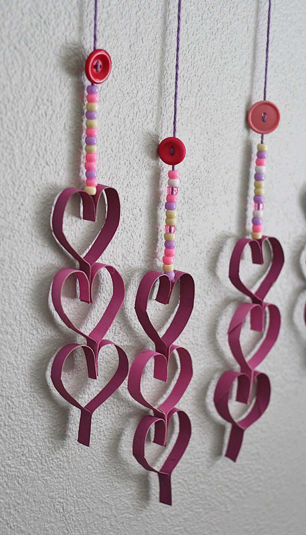 These toilet paper roll dangling hearts are absolutely fabulous.