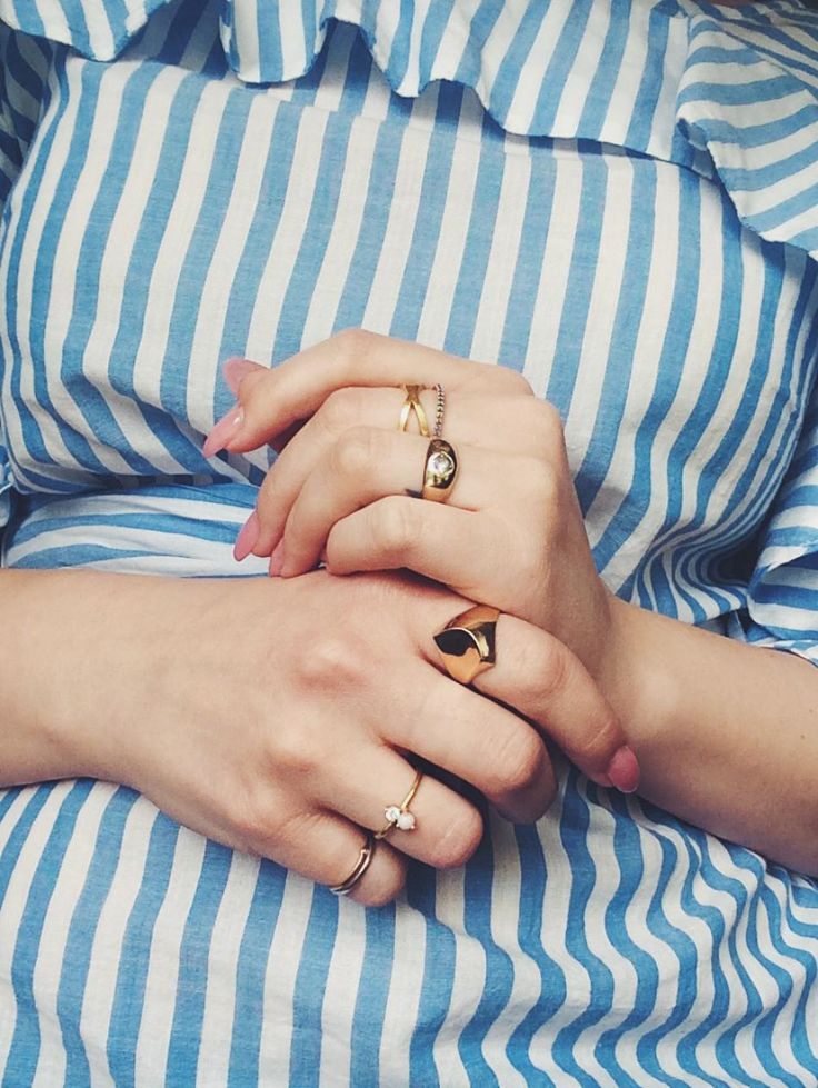 Stacked rings. #hvisk #hviskstyling #hviskstyling #gold #rings #jewelry #jewellery #ruffles #hands #styling #fashion