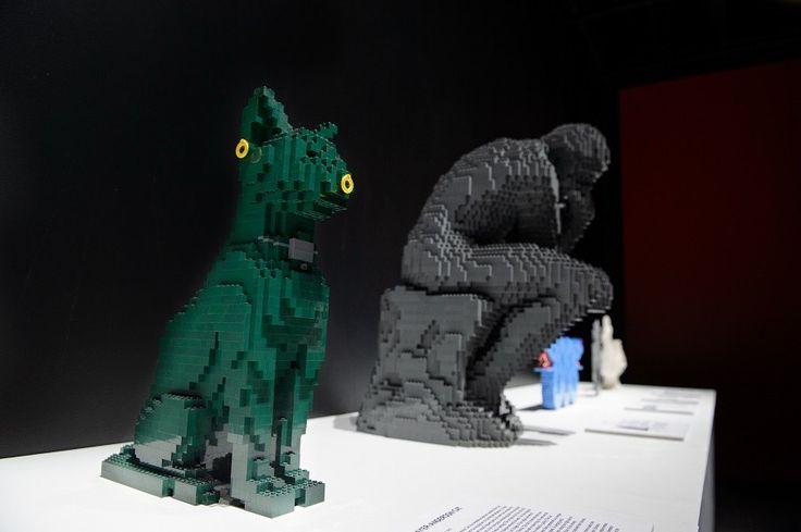 Escultura O Pensador feita de Lego, de Nathan Sawaya