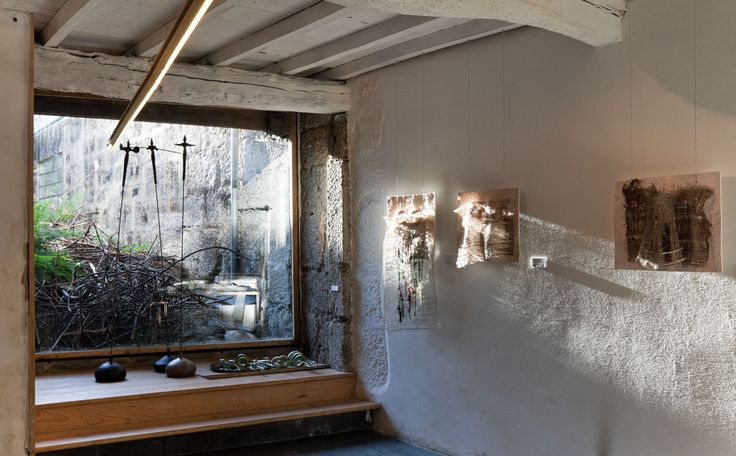Detail of the gallery with a view to the garden. Photo by Luís Ferreira Alves.