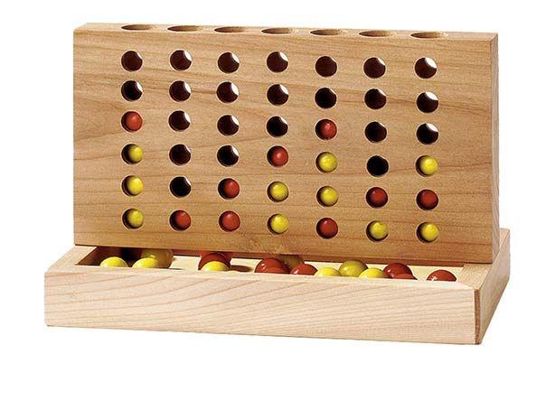 Forza 4 un gioco di strategia. Per vincere uno dei due giocatori deve formare una fila ininterrotta di 4 gettoni del proprio colore in orizzontale,