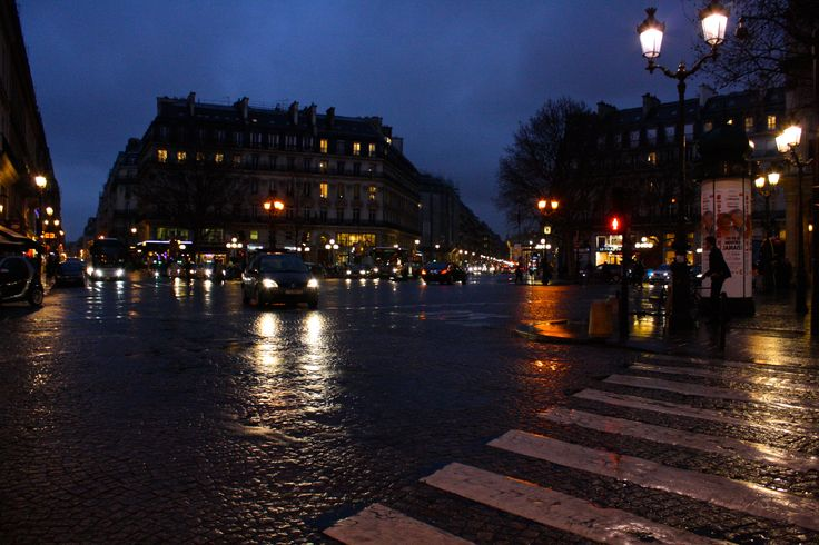 Evening in Paris - Shot on a Canon EOS 1000D, Av, ISO 1600, shutter speed 1/60, f/5.6