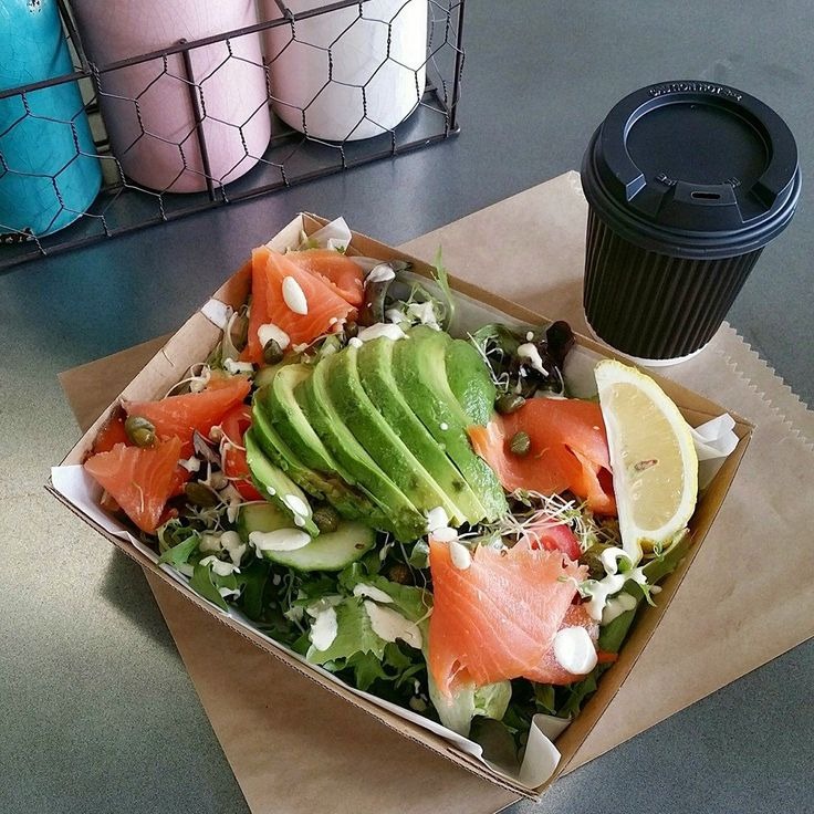 Chowing down on a smoked salmon salad on this fine autumn day 👍 🍁