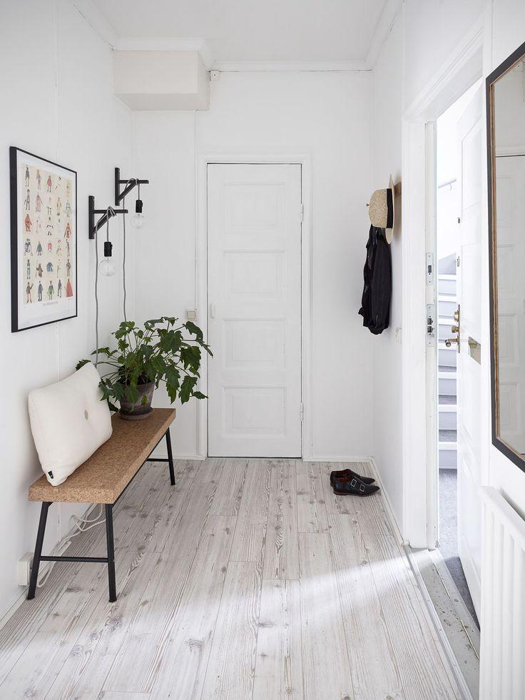Eine skandinavische Wohnung mit einem romantischen…