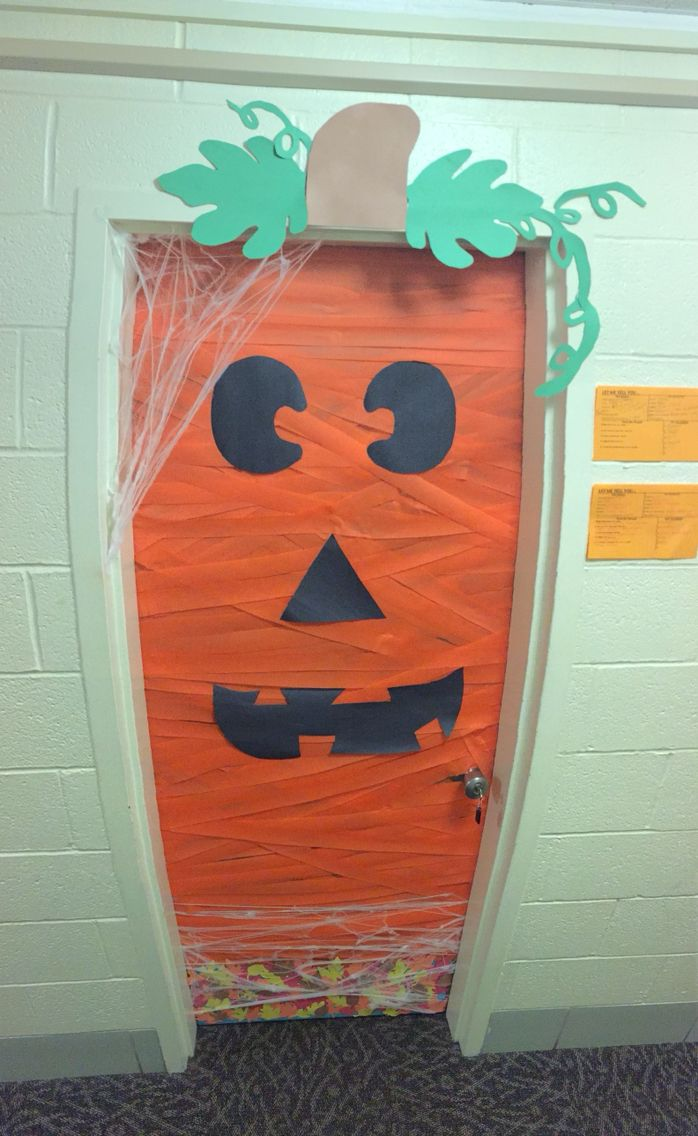 Halloween dorm door decorations - Dorm Door Halloween Decoration
