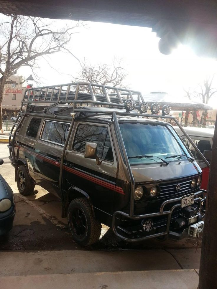 Great cage and rack on a fun VW Syncro