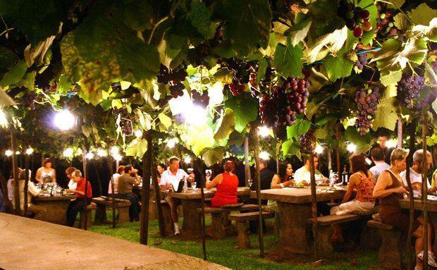 Visitantes durante jantar na vinícola Luiz Valduga & Filho, no Vale dos Vinhedos, em Bento Gonçalves