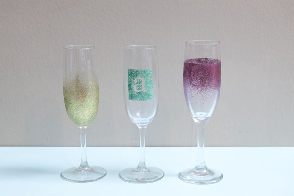 DIY Glitter Wine Glasses-- inexpensive way to have some (adult) crafty fun! Use glass cups, and plastic cups for kids too!!