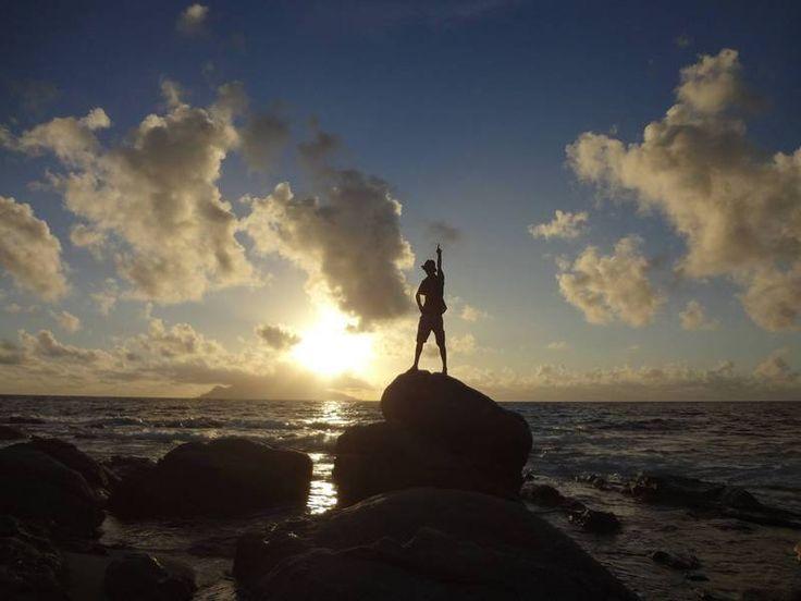 制覇 (せいは):      conquest, domination, mastery  (例)~山と海と川と宇宙を制覇     する旅~