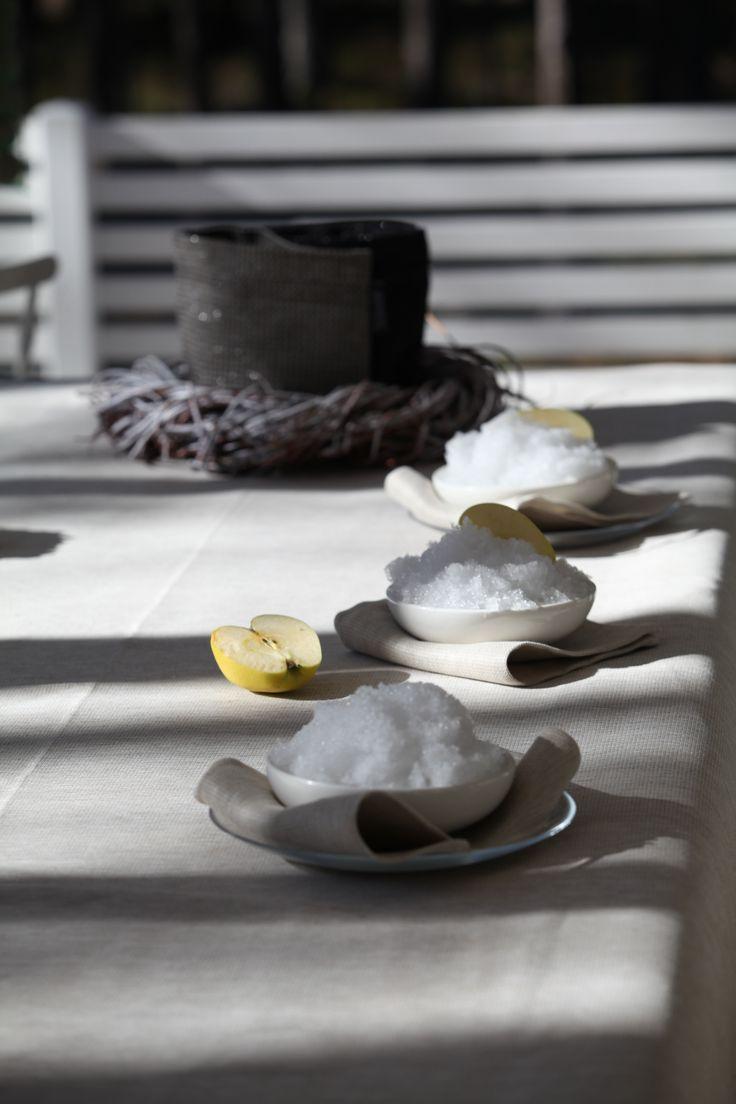 Pellavanvalkoinen on perinteinen pellavan väri. Se lienee väreistä luonnollisin ja konstailemattomin - eikä se kuitenkaan ole tylsä.  Linen white is a traditional colour of linen. It is natural and yet not boring. Design by Pisa Design.