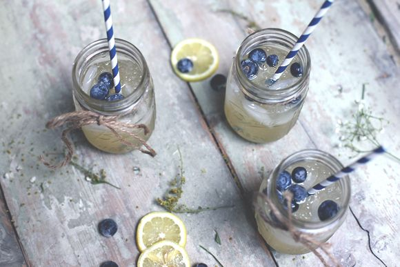 Since the 4th of July is just around the corner, I wanted to share one of my favorite summertime drink recipes with you all that is perfect for the holiday — spiked lemonade! I love lemonade in the summertime, and if you happen to be entertaining this year, this is the perfect recipe to serve