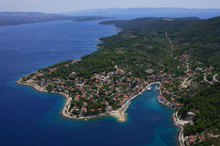"""U organizaciji udruge """"Rusmarin"""" u utorak, 16. rujna 2014. godine u staroj školi u Stomorskoj organizirana je prezentacija natječaja Zaklade """"Kajo Dadić"""" iz Splita"""