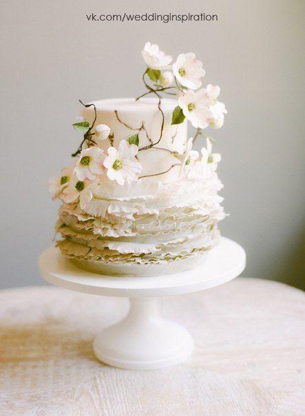 wpid xmm3OnQZnoY Свадебные торты, украшенные как сахарными, так и живыми цветами...