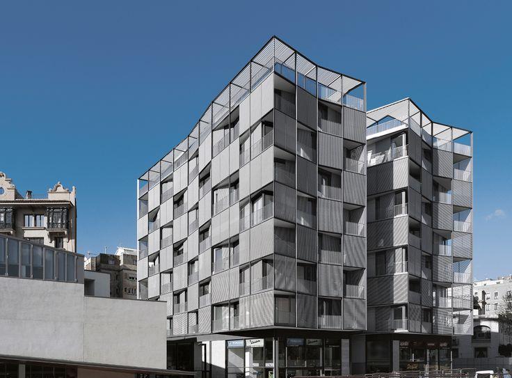 Edificio en Plaza Lesseps by OAB Ferrater
