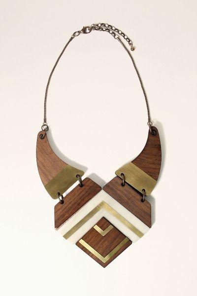 colar madeira maia