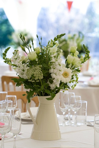Photo Gallery | Sharon Mesher Wedding Flowers in Plymouth, Devon, Cornwall. Bouquets, buttonholes, outdoor decorations, bridesmaids, table displays and cakes.